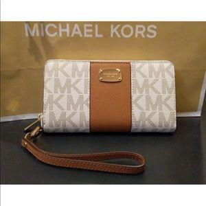 Michael kors center stripe wallet/ph case vanilla